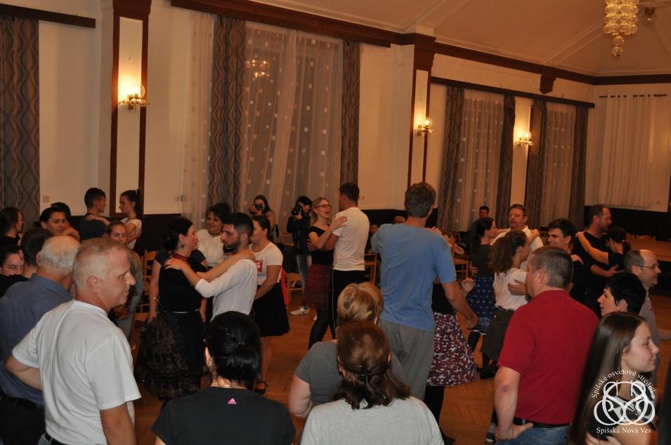 Tance z Bystrian aParchovian počas 3. školy tanca